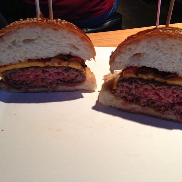 Classic Burger - Jake's Burger, Brookfield, WI