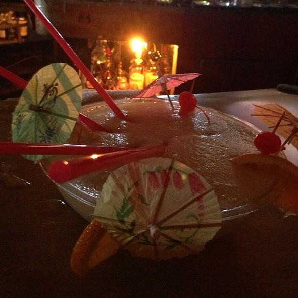 Scorpion Bowl Cocktail @ Trad'r Sam