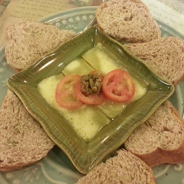 Cheedar Cheese, Capers And Tomatoes Toast