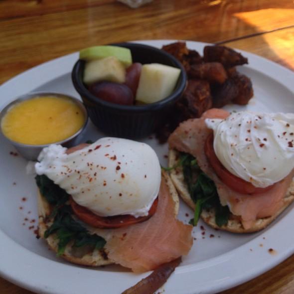 Florentine Eggs Benedict - Rosemary's Thyme Bistro, Washington, DC