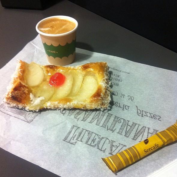 Apple Tart & Coffee @ Fleca Casamaitjana