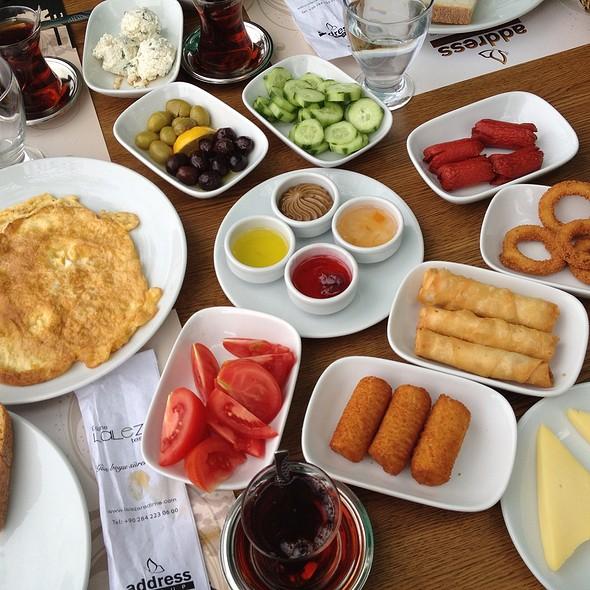 Kahvaltı @ Lalezar restoran
