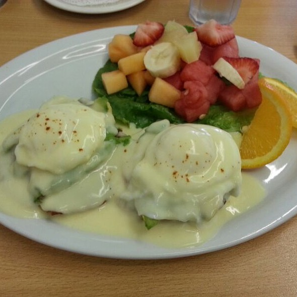 Blackstone Eggs Benedict @ Hilda's Coffee Shop