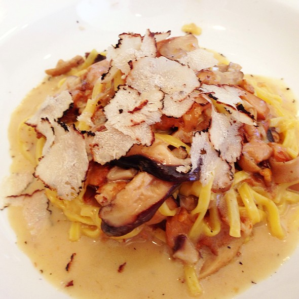 Linguini With Mushrooms And Black Truffle - Toscana, Los Angeles, CA