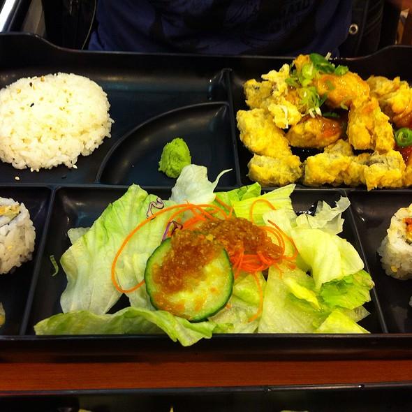 Sapporo sushi menu richmond hill ontario foodspotting for Loves fish box menu