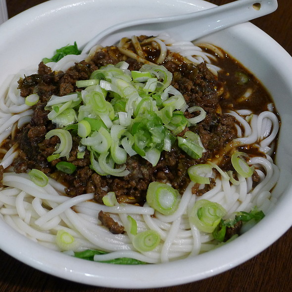 Dry-Mix Noodle topped with Mince Pork with Chilli Sauce @ Xu & Liu Chinese Restaurant