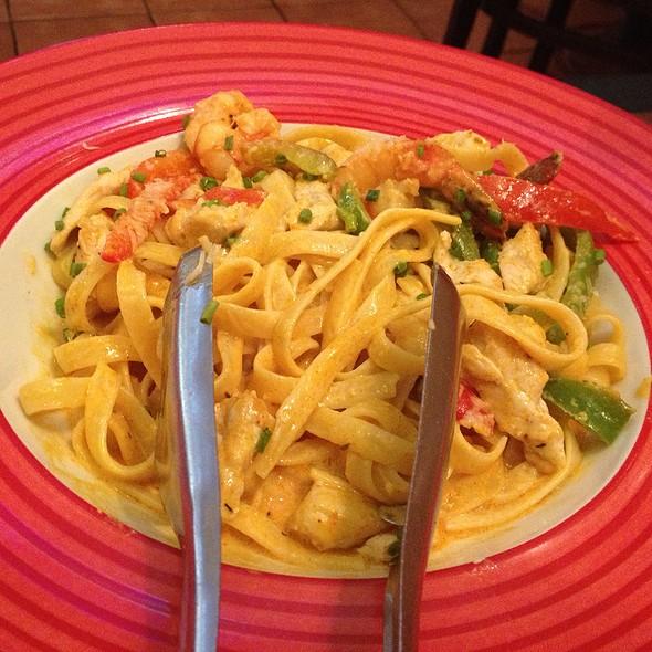 Cajun Shrimp & Chicken Pasta @ tgi friday's, bonifacio high street