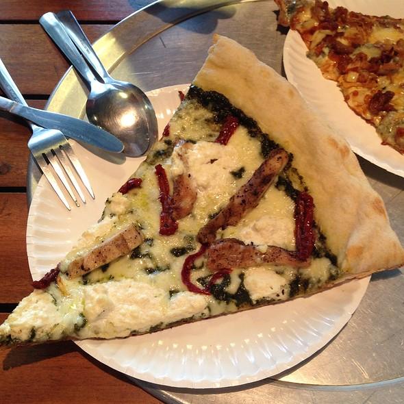 Pesto Grilled Chicken With Sundried Tomato Pizza @ Nolita