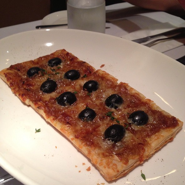 Olives And Anchoives Pizza @ L'Entrecôte