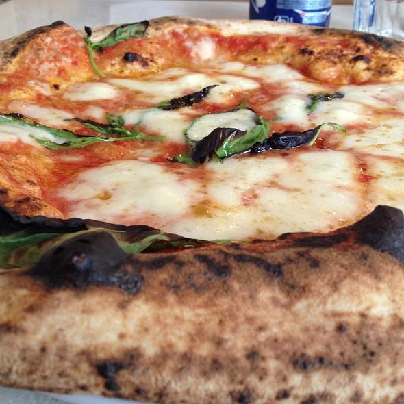 Pizza Margherita @ Sacro Cuore