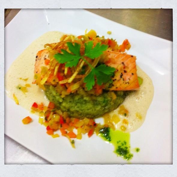 Lachsfilet @ Pastis Restaurant Grill