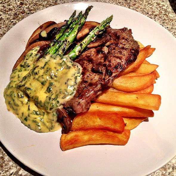 Dexter ribeye steak, whiskey reduced mushrooms, new season asparagus, homemade bearnaise sauce & truffled chips. Boom. Quite possibly the best home cooked steak I've ever had! Lucky girl :) @ City Plaza
