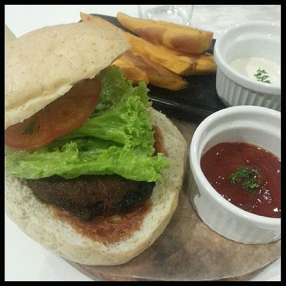 Portobello Cheeseburger @ Pino