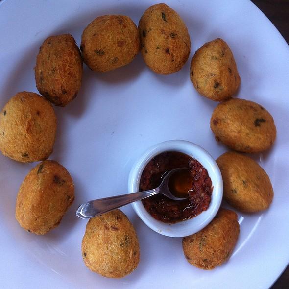 Porção De Bolinho De Bacalhau @ Acqua Azul Restaurante