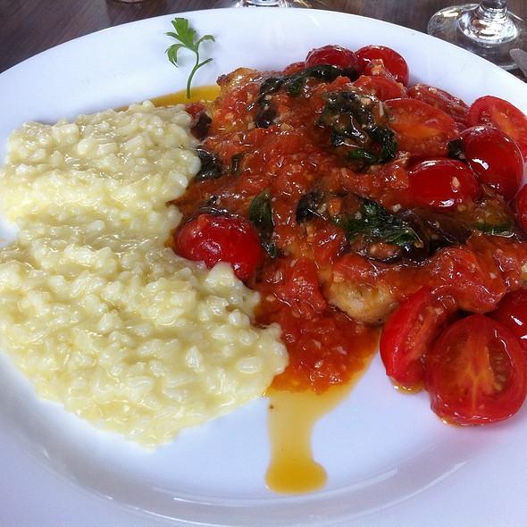 Linguado Ao Molho De Tomate Com Camarao @ Acqua Azul Restaurante