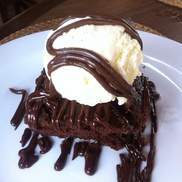Bolo De Chocolate Com Sorvete De Creme @ Acqua Azul Restaurante