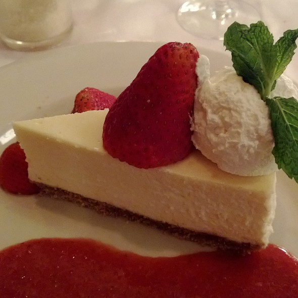 NY Cheesecake - Maggiano's - Bellevue, Bellevue, WA