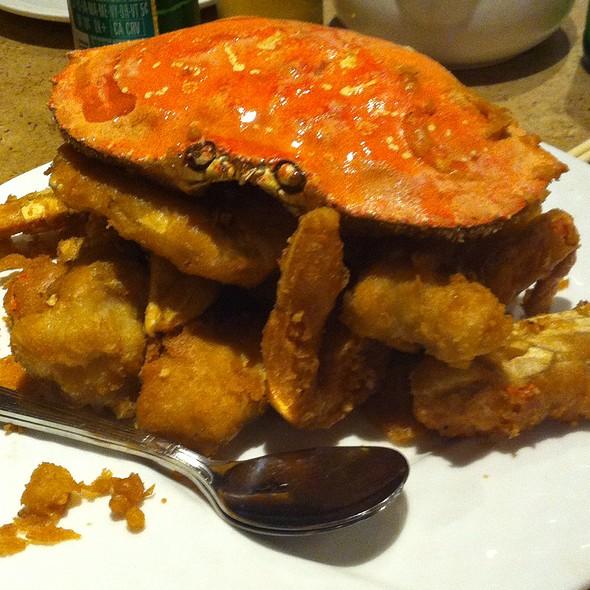 Salt & Pepper Crab @ R & G Lounge