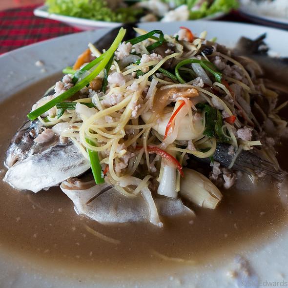 Steamed Silver Pomfret @ Pak Nam Seafood