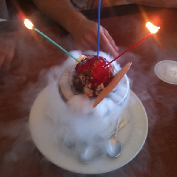 Volcano Sundae - Hub Restaurant and Lounge, Vancouver, BC
