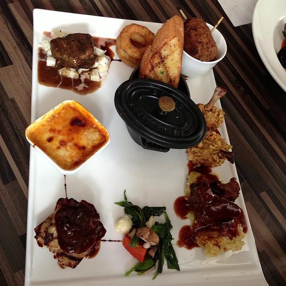 Meat Lover's Combo Platter