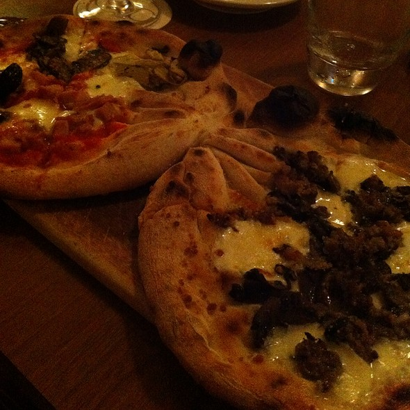 Signature Pizza - DoppioZero @ Oro Pomodoro