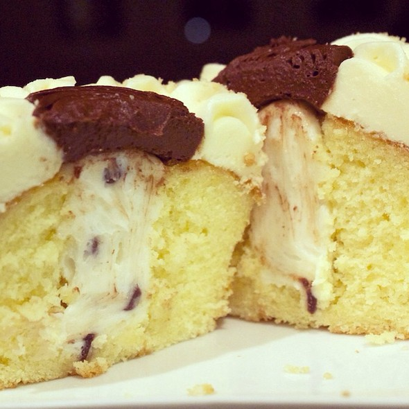 O.M.G!!! (Cannoli Cupcake Cross Section) @ Whole Foods Market - Boca Raton