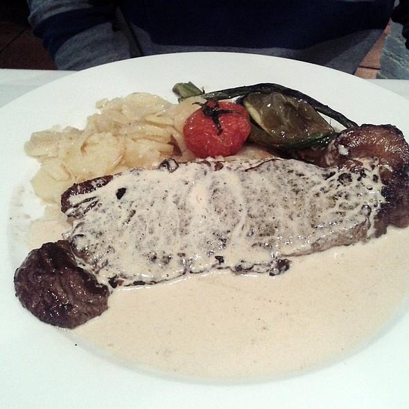 Sirloin Steak With Mushroom Sauce @ La Tábula de las Descalzas