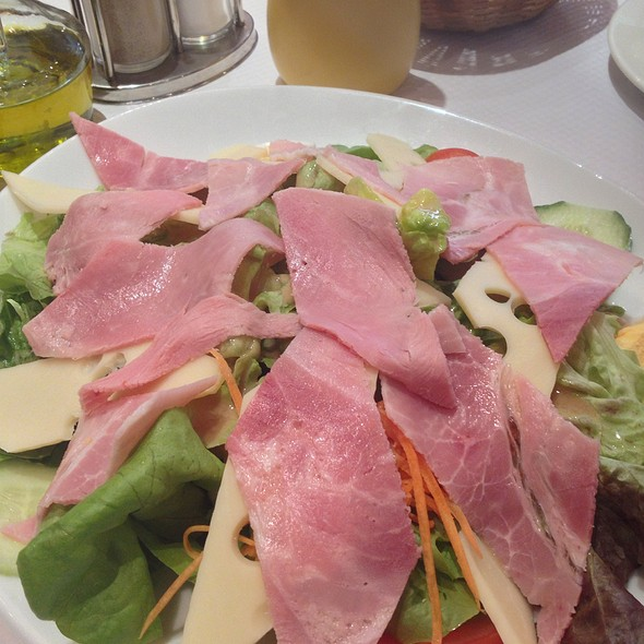 Parisian Salad  @ Tabac De La Mairie