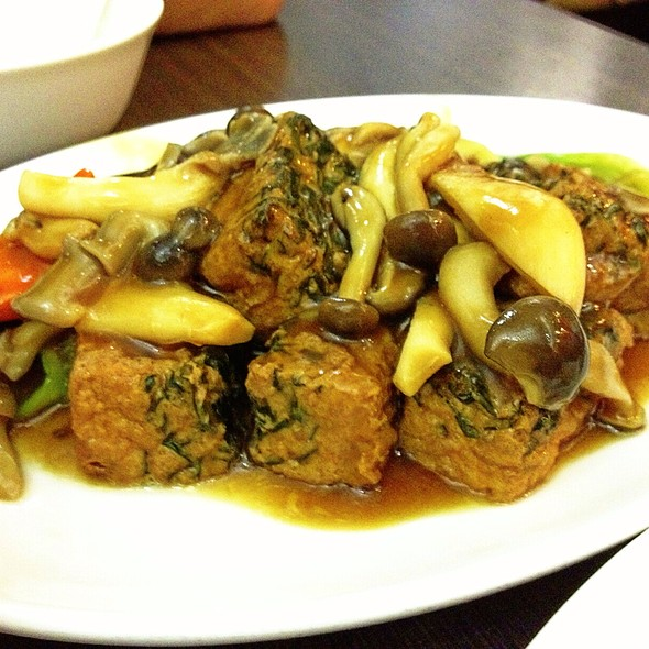 Braised Deep Fried Spinach Tofu