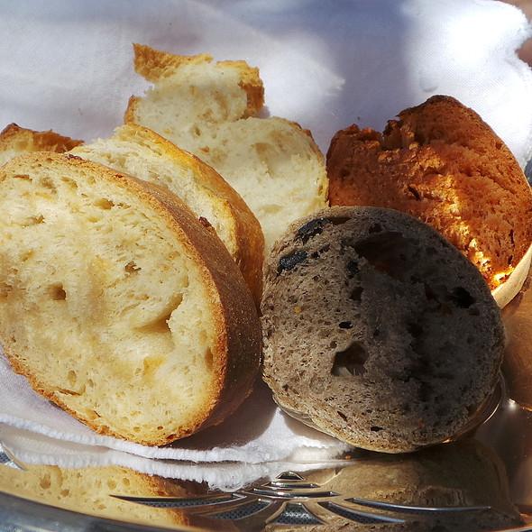 Bread: White, Olive, Tomato, Onion @ Es Raco d'es Teix