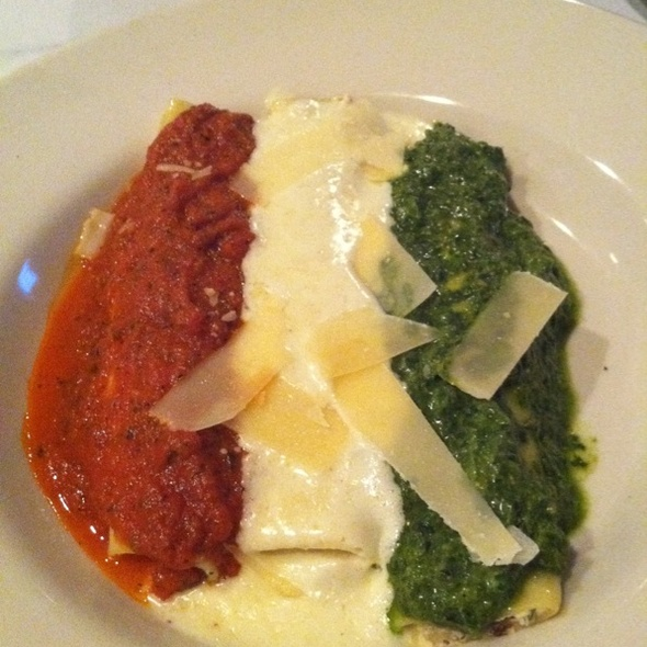 Italian Flag Manicotti @ La Cucina Italiana