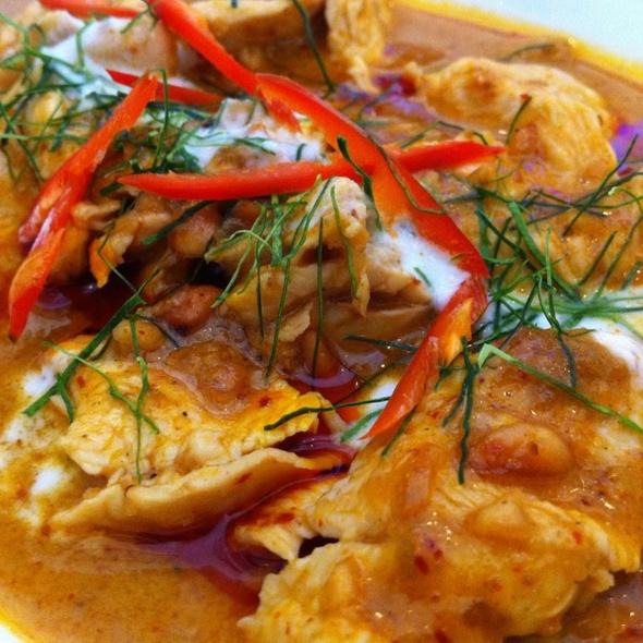 Pork in Pa Naeng Curry พะแนงหมู @ Nhà Hàng Con Voi Vàng (Golden Elephant)