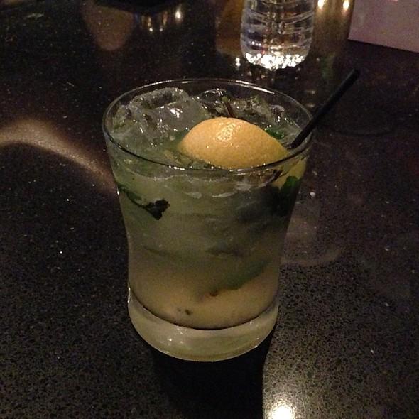 Leenie's Lemonade - NOLA oyster bar, Norwalk, CT