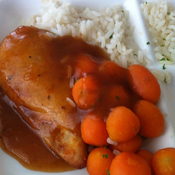 Chicken, Rice, Carrots And Gravy @ Charité Campus Virchow Klinikum - Neurochirurgie
