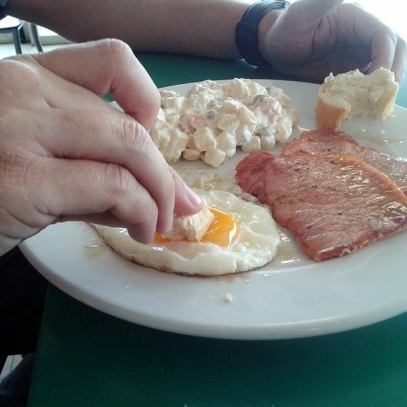 BF dipping bread into egg yolk @ Cafeteria Km 34