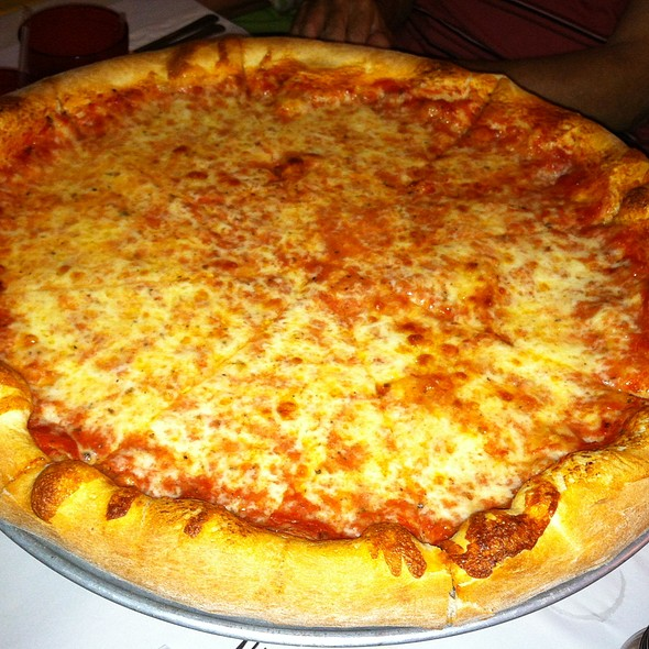 cheese pizza @ Frank's Italian Restaurant