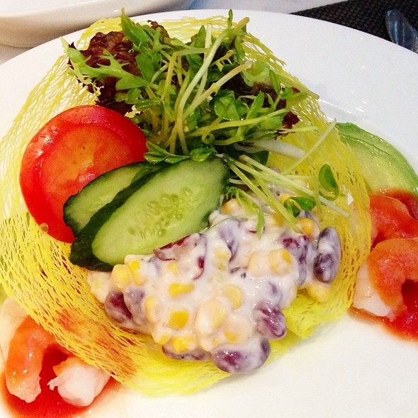 Shrimp and Avocado Salad @ Tai O Lookout