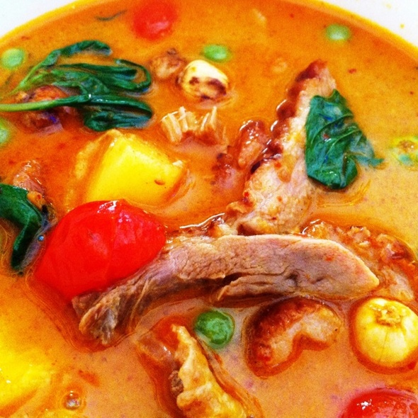 Grilled Duck In Red Curry แกงเผ็ดเป็ดย่าง