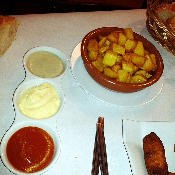 Fries with sauces  @ Sidrería Chamberi - Los Emilios