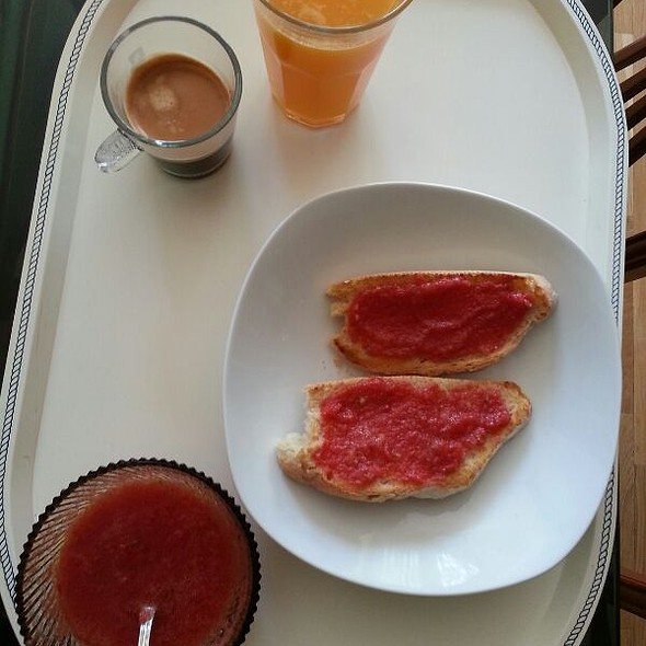 Spanish Breakfast @ Orilla de Madrid Río