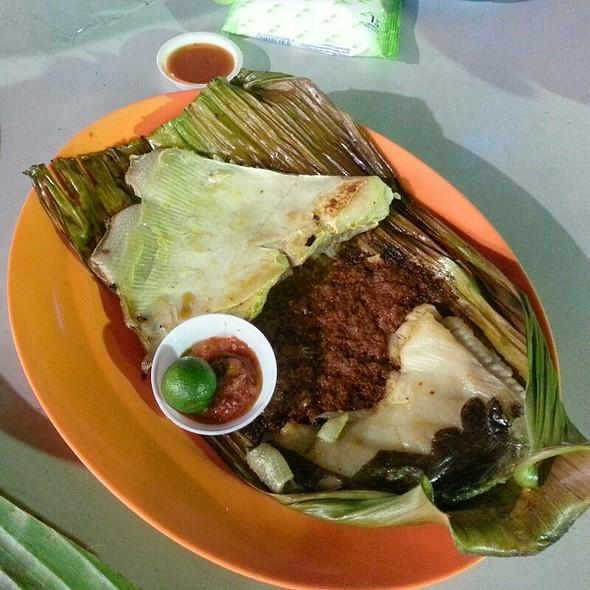 Barbecued Stingray @ Lau Pa Sat Festival Market