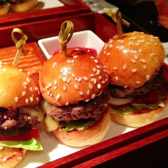 Mini Burgers @ Captain's Bar, Mandarin Oriental, Hong Kong