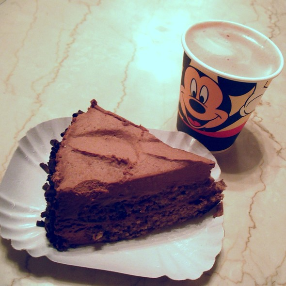 Chocolate Cake And Hot Chocolate @ Cable Car Bake Shop