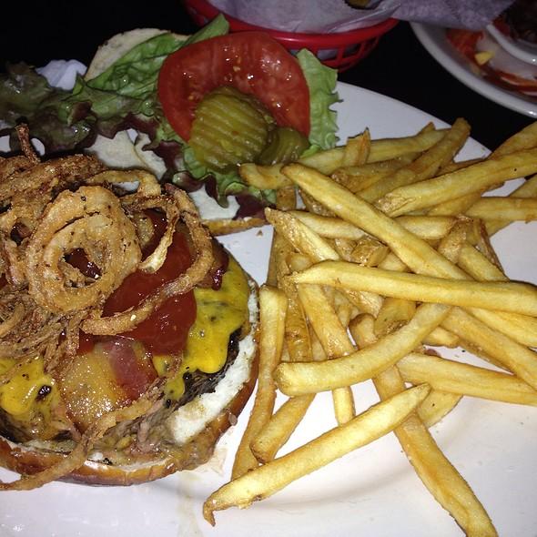 Mastodon Burger @ Top