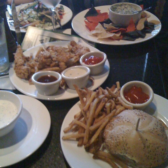 Cheese Burger / Chicken Tenderloins / Salad / Spinach Dip - Stanford's - Kruse Way (Lake Oswego), Lake Oswego, OR
