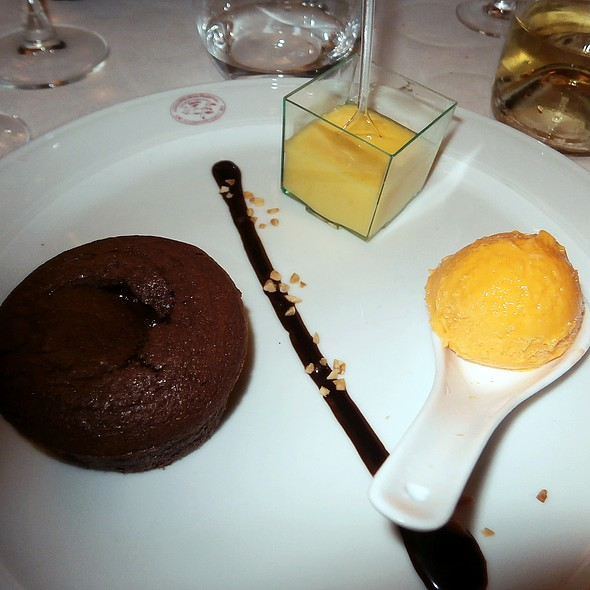 Chocolate coulant with tangerine ice cream and something else I can't remember and I didn´t like @ Arcea Hotel Mirador de la Franca