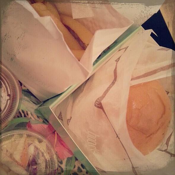 Cheeseburger @ Hood Burger Abu Dhabi