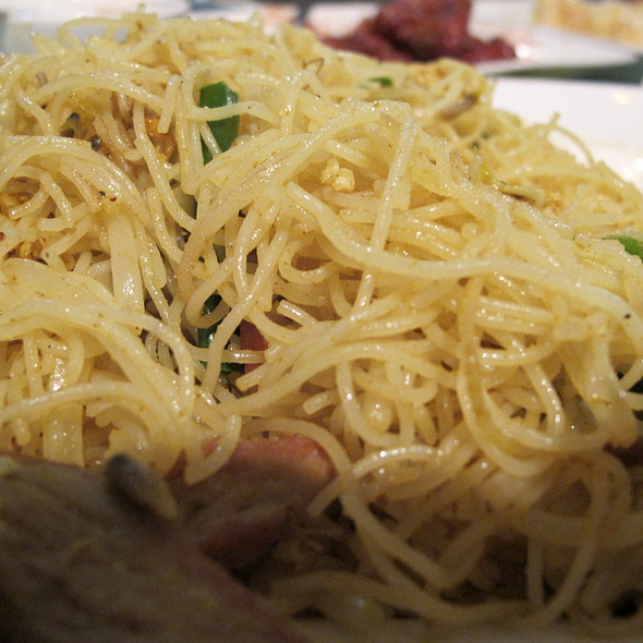 shrimp and noodles on wok @ Master Chef Restaurant