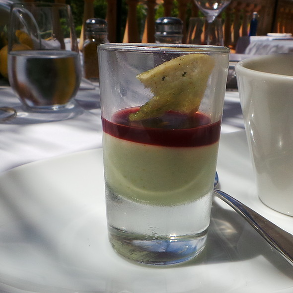 Asparagus Creme with Beetroot, Smoked Mushroom Soup with Asparagus @ Es Raco d'es Teix